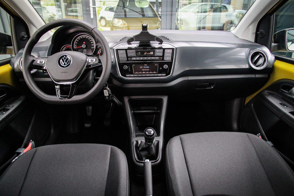 Volkswagen Up! interieur ruimte Auto Hoogenboom