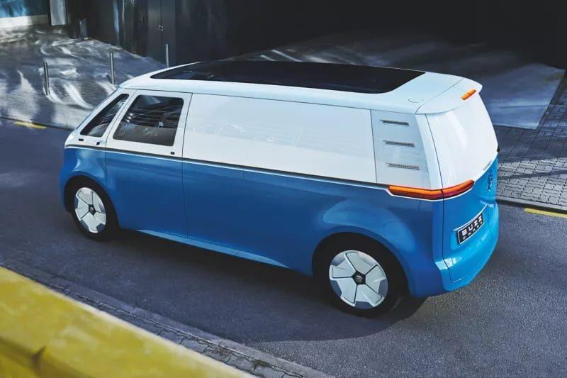 volkswagen-bedrijfswagens-ID-Buzz-Cargo-achterzijde-auto-hoogenboom