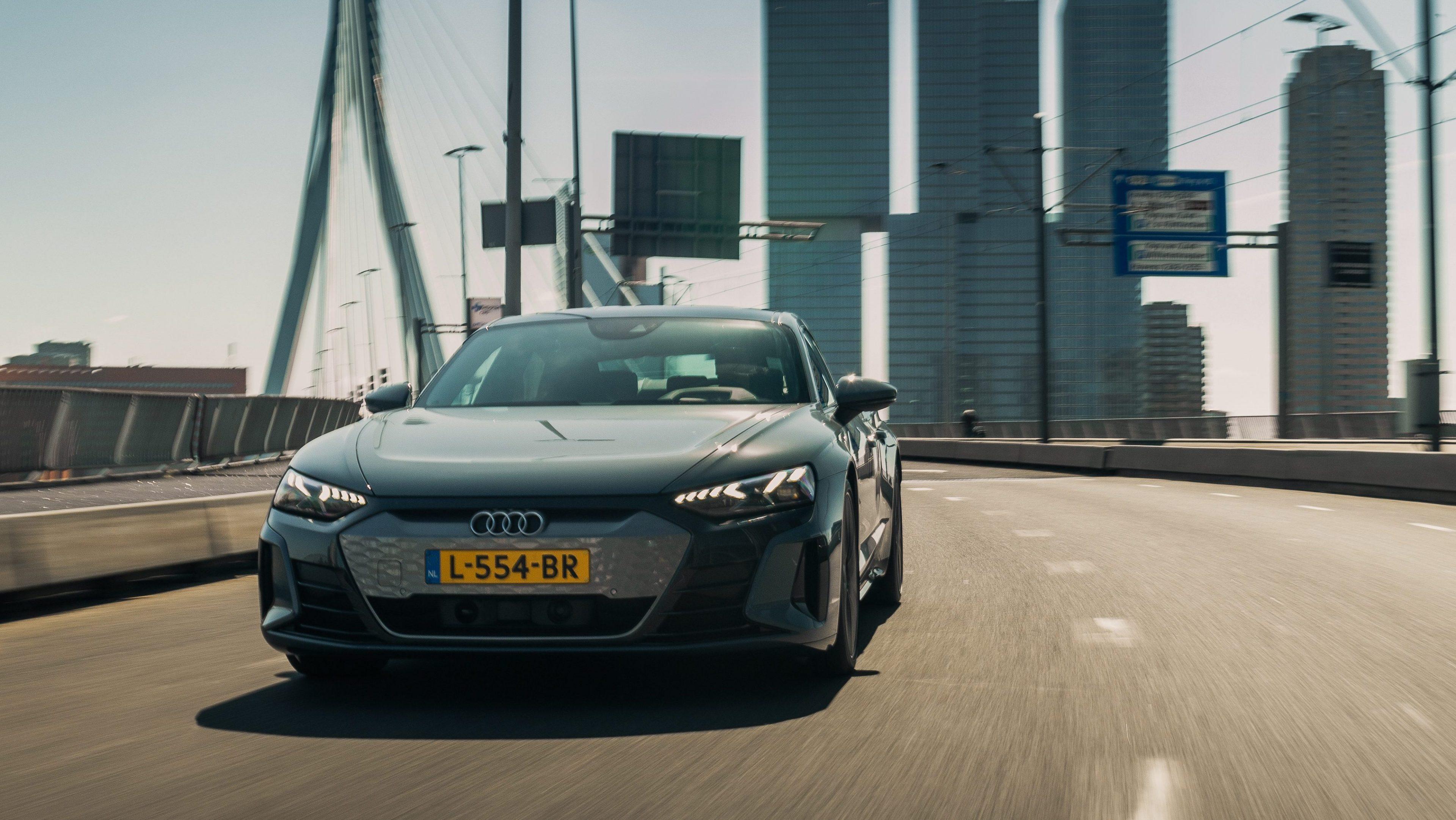 Audi e-tron GT bij Audi Centrum Rotterdam